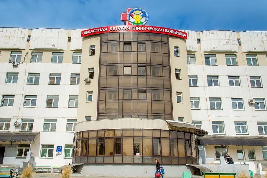 Ребёнок с ожогами пищевода и ротоглотки попал в областную детскую больницу