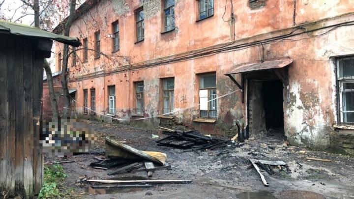 Пожар в центре Ярославля: из здания увозят тела погибших