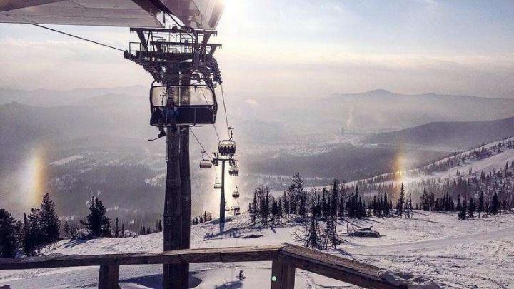 Зависли над горой: 38 человек застряли на подъёмнике в Шерегеше