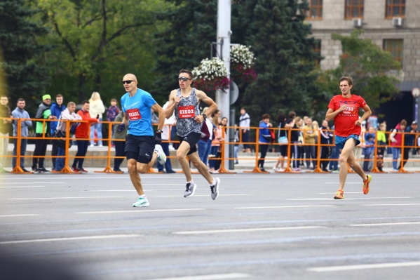 Сотни новосибирцев сегодня стали участниками Сибирского фестиваля бега