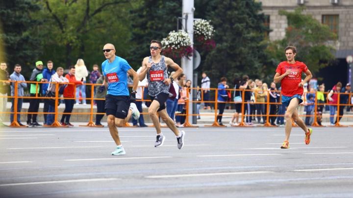 Нас не догонят: бегуны заняли центр Новосибирска на целый день