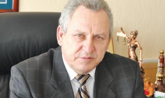 Главу Донецка Ростовской области лишили прав после ДТП с человеком на капоте
