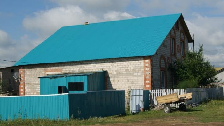 Пострадавшей от урагана башкирской семье построили дом