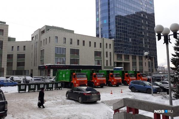 В распоряжении «Экологии — Новосибирск» появится 15 новых мусоровозов