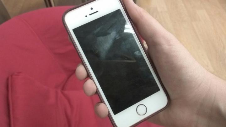 Хитрец очень выгодно обменял iPhone продавщицы на подделку с доплатой