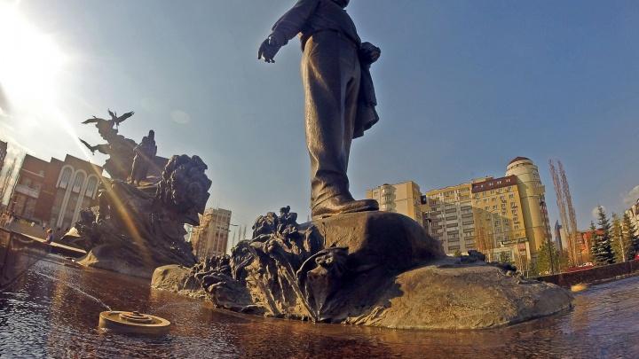 Центробанк выпустит памятные серебряные монеты с Мустаем Каримом