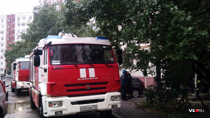 «Загорелся мусор»: в девятиэтажке Краснооктябрьского района тушили шахту лифта