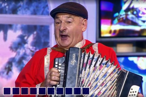 Анатолий Филиппи сыграл на гармошке и привёз Якубовичу гостинцы: мёд, курицу и яйца