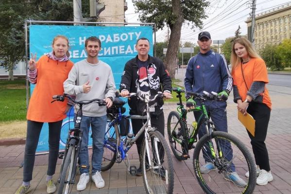 Волгоградцев на велосипедах встречали в четырех точках города