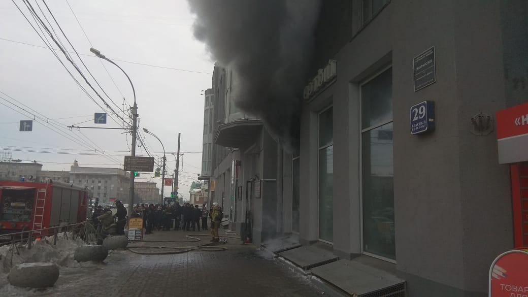 По информации очевидца, из магазина вывели людей и охранников