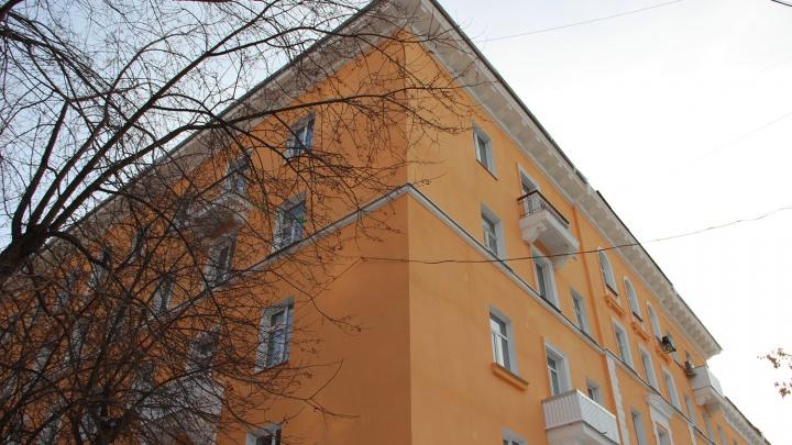 Крыша задержалась: в дом с разобранной кровлей вернулись рабочие