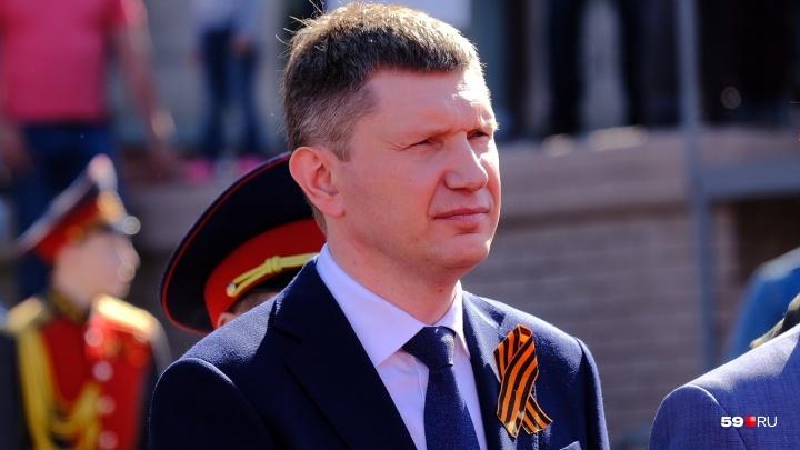 «Жди меня, и я вернусь...»: к 9 Мая губернатор Прикамья записал видео, где он читает стихи Симонова