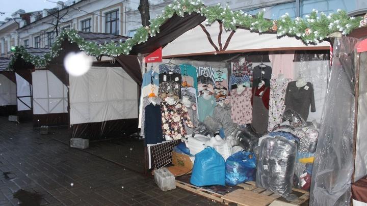 На центральную пешеходную улицу в Ярославле поставили рынок, как из 90-х. Видео