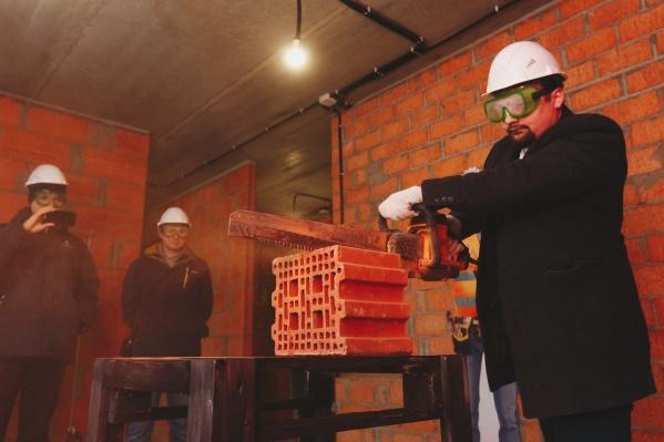 На демонстрационной площадке в клубном поселке «Привилегия» можно увидеть все тонкости работы с керамическим блоком и научиться из него строить