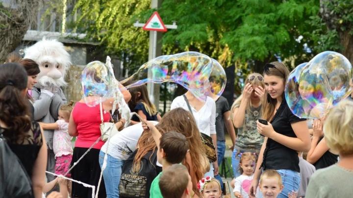 Юных волгоградцев приглашают потанцевать среди мыльных пузырей