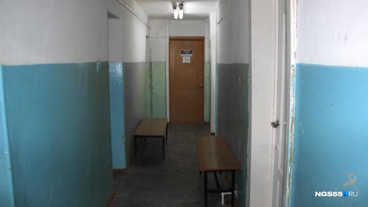 В одной из худших детских поликлиник Омска отремонтируют первый этаж за два миллиона рублей