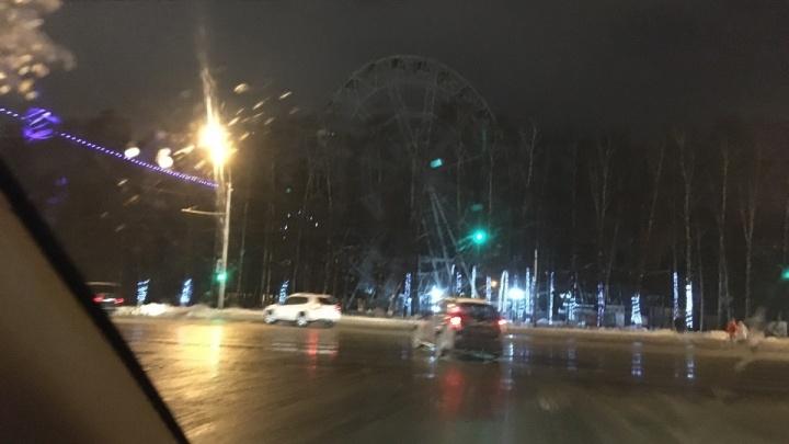 Сказочке конец: в Уфе на проспекте Октября погасло колесо обозрения