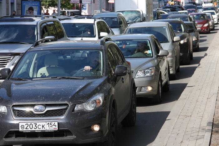 Димитровский мост в отличие от Октябрьского был утром свободен. Фото из архива НГС