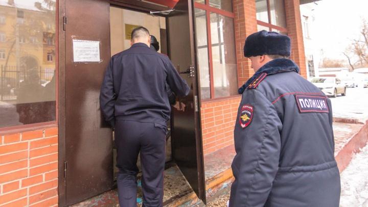 Житель Самарской области устроил пьяный дебош в поезде и обматерил полицейского