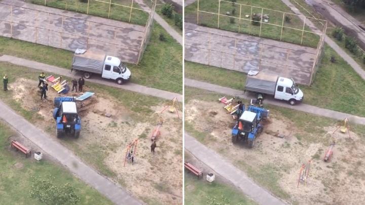 «Было хорошо, пока ироды не приехали!»: в Ярославле на глазах у жителей снесли детскую площадку