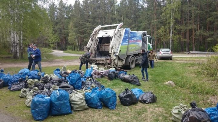 Субботник в форме соревнования: в Шарташском лесопарке собрали 3,5 тонны мусора