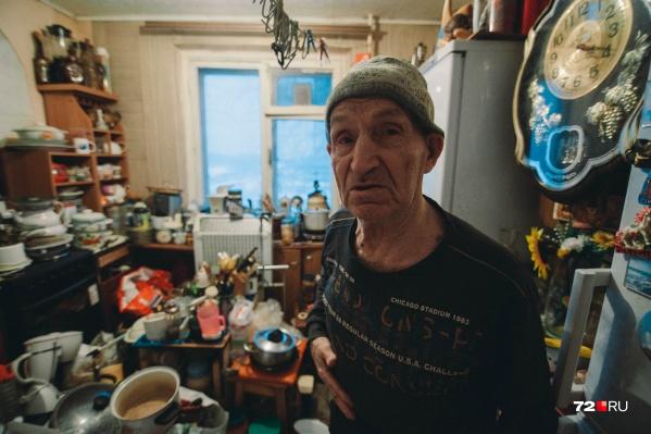У Геннадия Сухорукова явно синдром Плюшкина. Домой он тащит всё, что найдет на мусорках