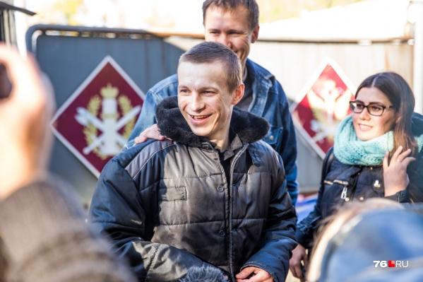 Евгения Макарова у ворот колонии встречали около 30 человек