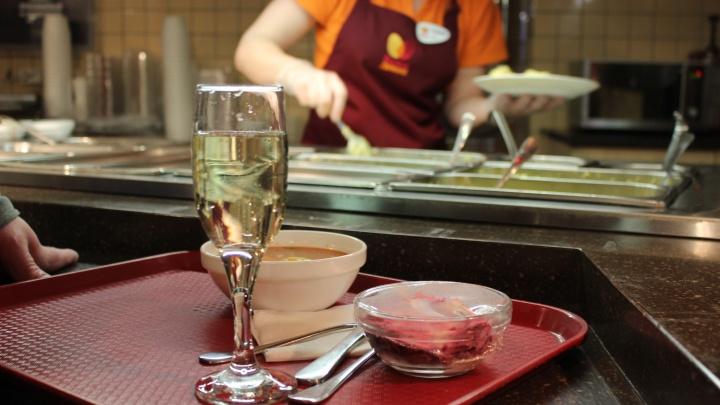 «Пили и давились»: новосибирцы — о самой дорогой еде и напитках в своей жизни (например, мандарин за 25 000)