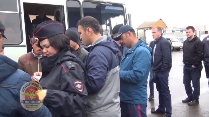 Полиция устроила проверку мигрантов у рынка на Шахтеров и нашла 7 нелегалов