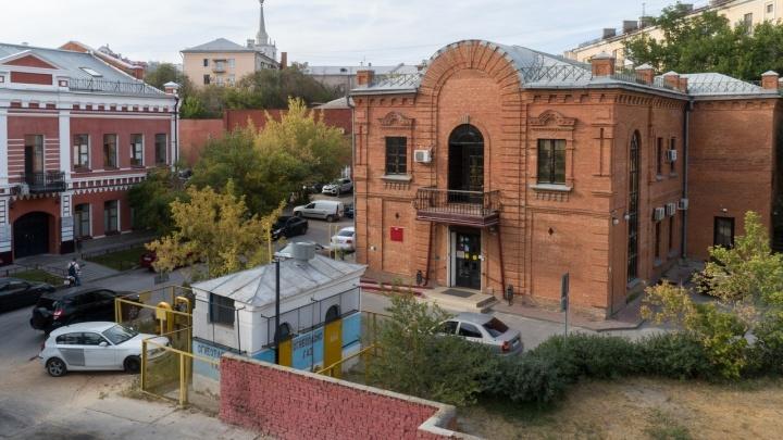 Под историческим прожектором: в центре Волгограда закипит шумная царицынская ярмарка