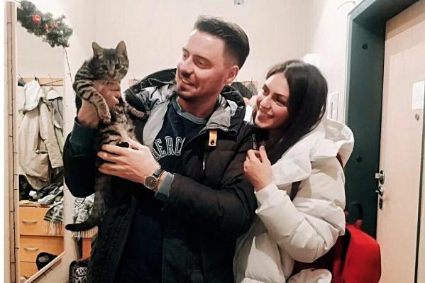 Николай и Светлана Кичигины стали семьёй для кота Ёши из Китая. Эта фотография сделана год назад, когда они только-только забрали его себе