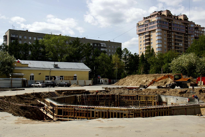 Центральная площадь парка перекрыта для строительства фонтана
