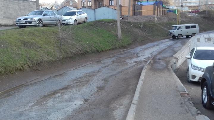 В Уфе из-за прорыва воды затопило одну из улиц