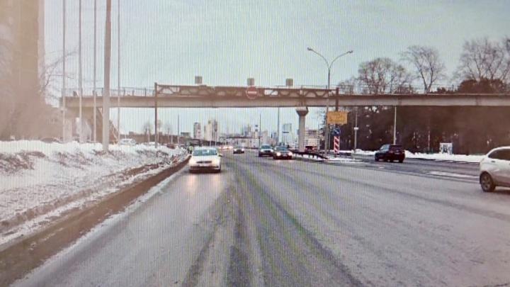 В Екатеринбурге ищут очевидцев того, как на Репина Volkswagen сбил мужчину