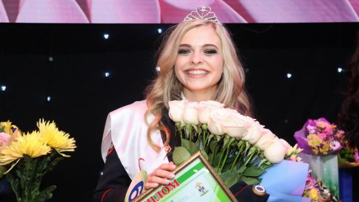Младшего лейтенанта из Новосибирска выбрали самой красивой девушкой в полицейских погонах