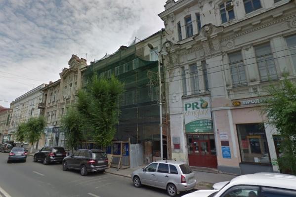 Здание кинотеатра сейчас ремонтируют