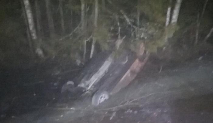 Вылетел с дороги и перевернулся: под Рыбинском пострадал молодой водитель