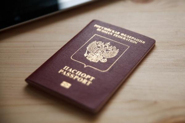 Женщина вспомнила про российский паспорт после того, как её повезли в полицию
