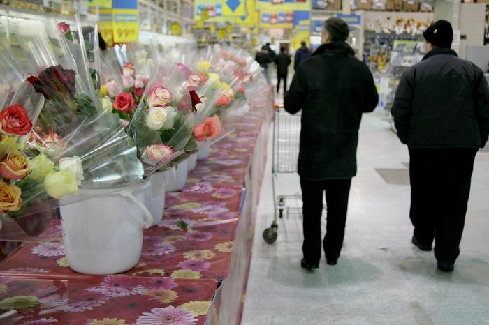 Цветочный салон мужчина ограбил, угрожая ножом продавщице