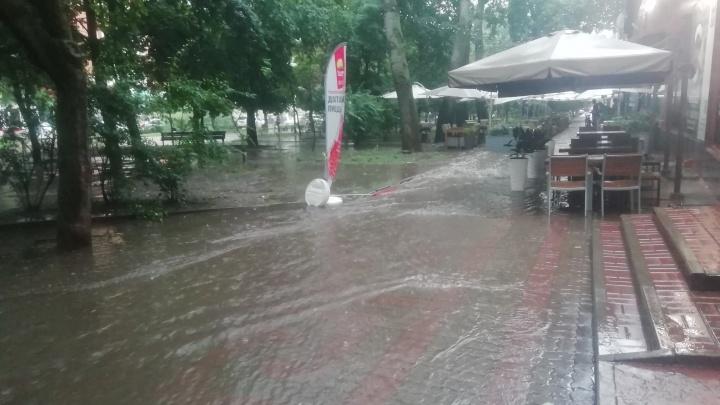 После очередного ливня Ростов снова затопило