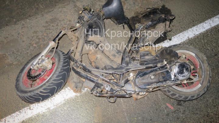 Двое мопедистов погибли при столкновении с авто на темной трассе