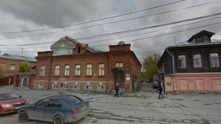 Что нам стоит здесь построить: строители элитных домов изучают особняк в центре Екатеринбурга