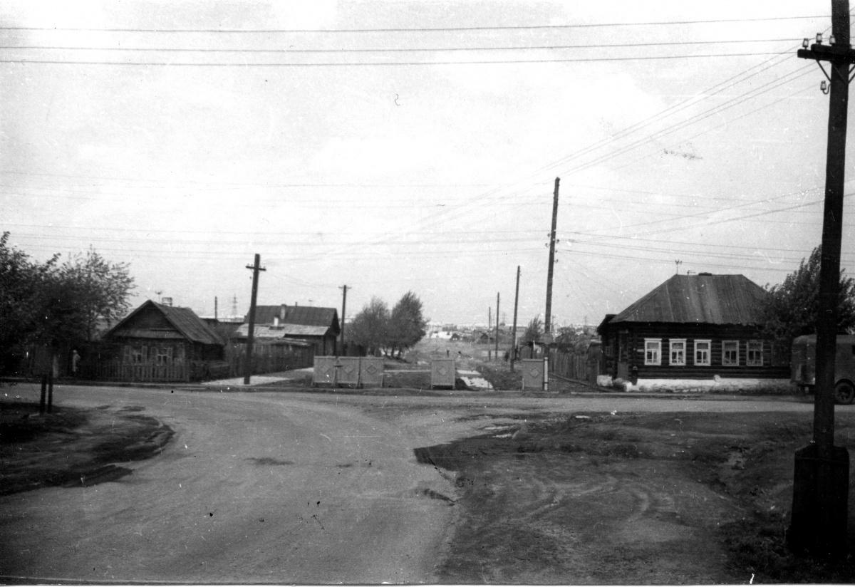 Вид от улицы Ольховской в направлении Уралмаша