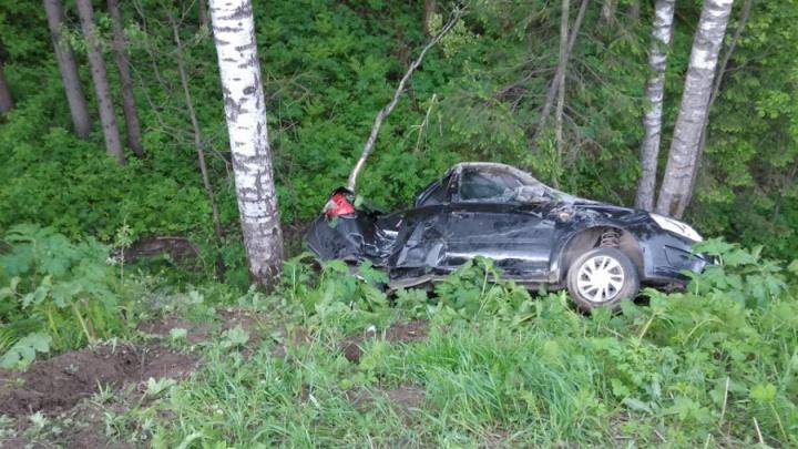 Машина врезалась в ЛЭП и перевернулась: в ДТП на трассе Пермь — Березники погибла пенсионерка