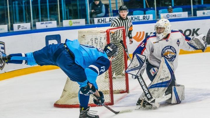 Хоккей: «Сибирские снайперы» крупно проиграли на домашней площадке