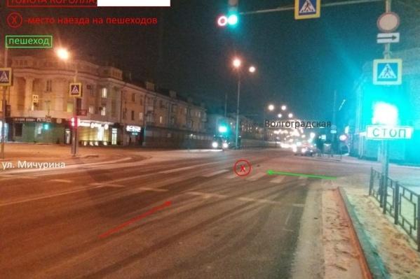 На этом перекрестке с завидной регулярностью происходят аварии с пешеходами