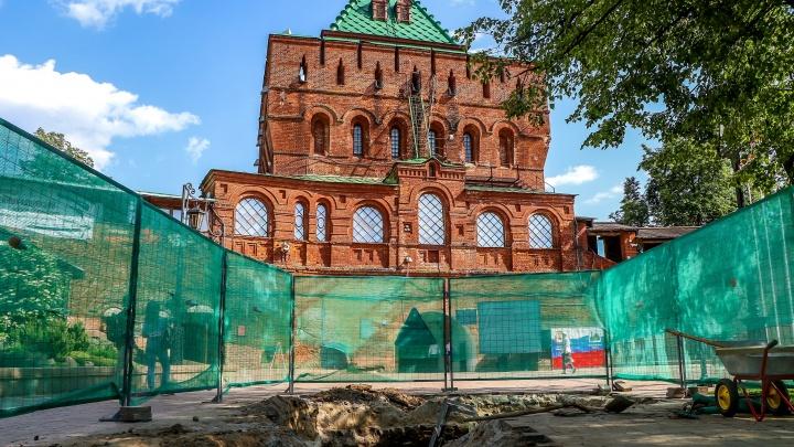 В Нижегородском кремле при замене водопровода нашли остатки старинной мостовой