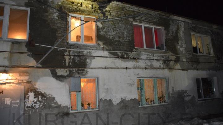 В Керамзитном обрушилась кирпичная кладка многоквартирного дома