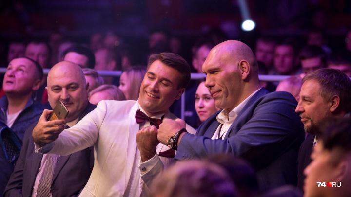 На каждого бойца — по ВИПу: на турнир по смешанным единоборствам в Челябинск приехал Николай Валуев
