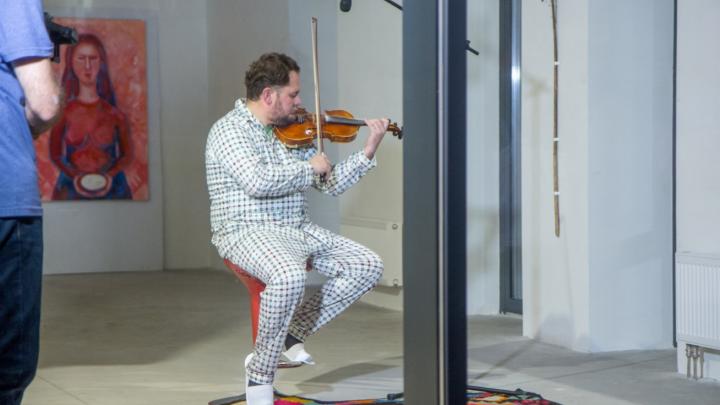 В протоколе записали «дережор»: скрипача, который устроил перфоманс в центре Уфы, навестила полиция